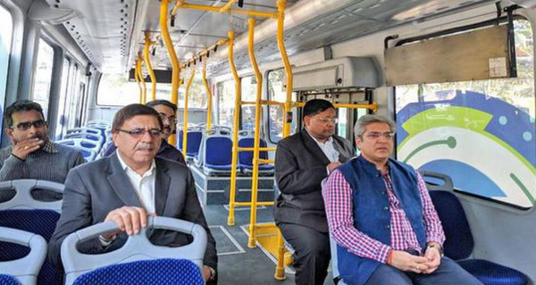Transport Minister assesses functioning of e-buses